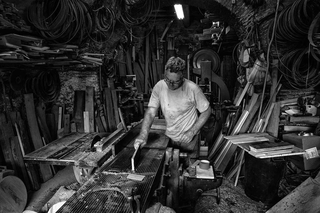 Foto: I vecchi mestieri. Come vive oggi la popolazione di Albano (RM) la sua quotidianità nello scorrere millenario del tempo, delle generazioni, dei molteplici usi e costumi.